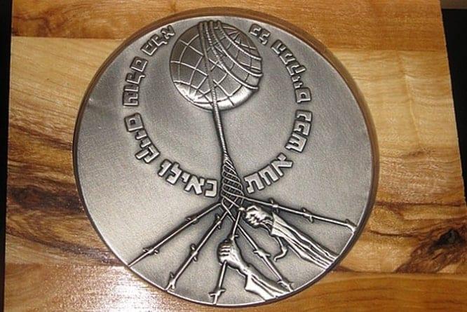 """Medal ,,Sprawiedliwy wśród narodów świata"""" dla porucznika AK"""