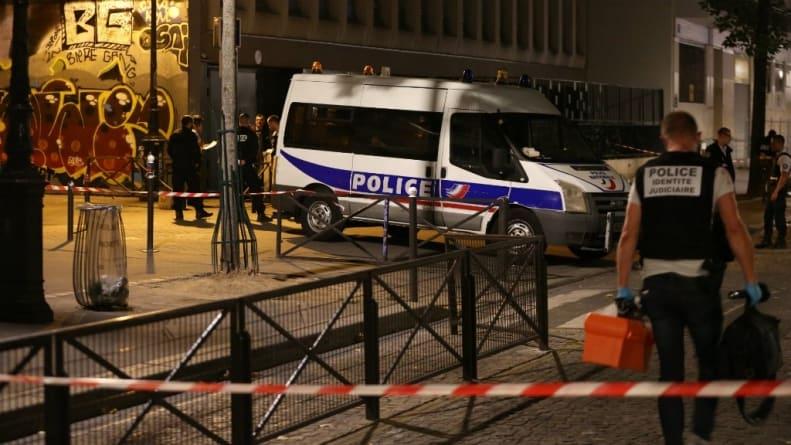 """Atak nożownika pod Paryżem: Miał krzyczeć """"Allah Akbar"""""""