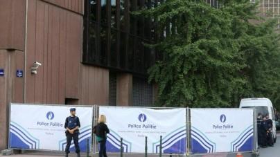 Bruksela: Atak nożownika na policjantów!