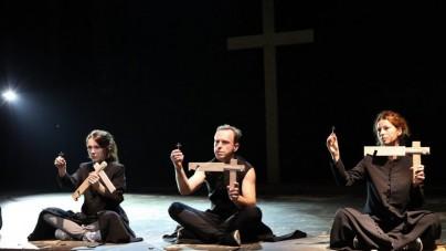 """Bluźniercza ,,Klątwa"""" zostanie wystawiona w Słupsku – sąd oddalił wnioski o wycofanie spektaklu."""