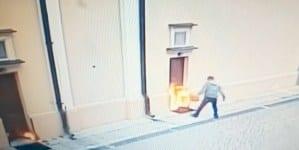Opole Lubelskie: Oblał benzyną i podpalił drzwi kościoła! Jest nagranie
