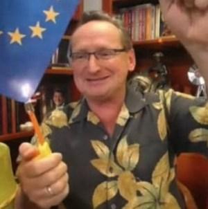 TVP ocenzurowało spalenie flagi UE przez Wojciecha Cejrowskiego