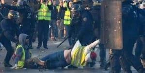 """Poparcie dla """"żółtych kamizelek"""" wciąż u większości francuskiego społeczeństwa"""