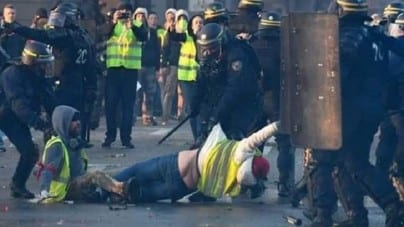 """Francja: Protesty """"żółtych kamizelek"""" w sylwestra"""