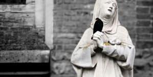 """Francuski Zakon Małych Sióstr w upadku. Siostry """"grzeszą""""… zbyt wielkim oddaniem modlitwie"""