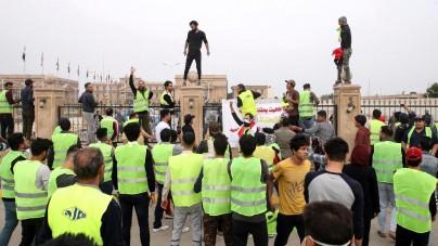 Po Francji i Niemczech moda na żółte kamizelki dotarła do Iraku [WIDEO]