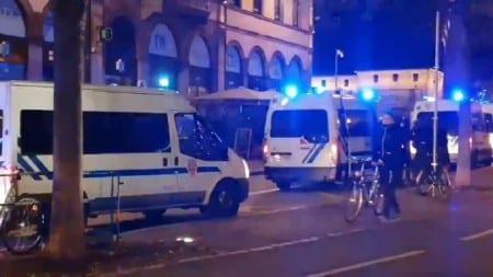 Zabójca francuskich policjantów wysłał wiadomość o wyznawanej religii tuż przed atakiem