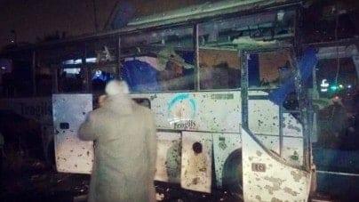 Islamski zamach samobójczy na autobus – Zginęło ponad 40 indyjskich policjantów