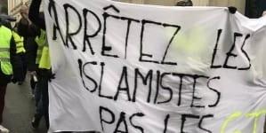 """""""Aresztujcie islamistów, nie żółte kamizelki"""" – Francuzi nadal protestują"""