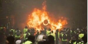 Obcy wywiad inspiruje zamieszki we Francji? Tropy wskazują na jeden kraj