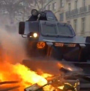 Paryż: Ogromny wzrost przestępczości. Hidalgo bije na alarm