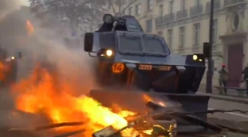 Francję czeka paraliż? Tysiące traktorów rusza na Paryż. Rolnicy są wściekli