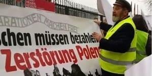 Pikieta pod ambasadą Niemiec. Domagano się reparacji i sfinansowania odbudowy Pałacu Saskiego