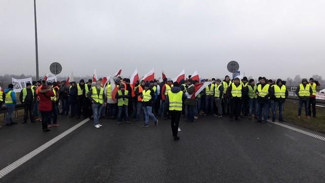"""Rolnicy mają dość bierności PiSu i wychodzą na ulice: """"Zaczyna się w Polsce powstanie chłopskie"""""""