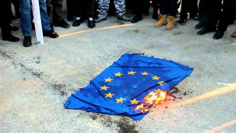 Jeszcze nigdy tak wielu Polaków nie chciało wyjść z UE! 1/3 rodaków za POLexit