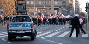Zamiast szukać prawdziwych przestępców, policja zajmuje się bzdurami i szuka podpalacza flagi UE