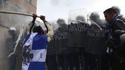 Niespokojnie w Atenach. Protesty przeciwko porozumieniu z Macedonią