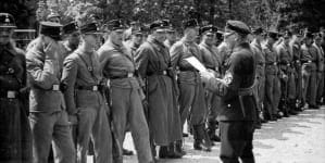 """Pejcz SS do kupienia w serwisie Allegro. Nazistowskie """"fanty"""" w sprzedaży"""