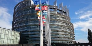 """Unijnej """"praworządności"""" ciąg dalszy. Niektóre frakcje PE gotowe zablokować budżet"""