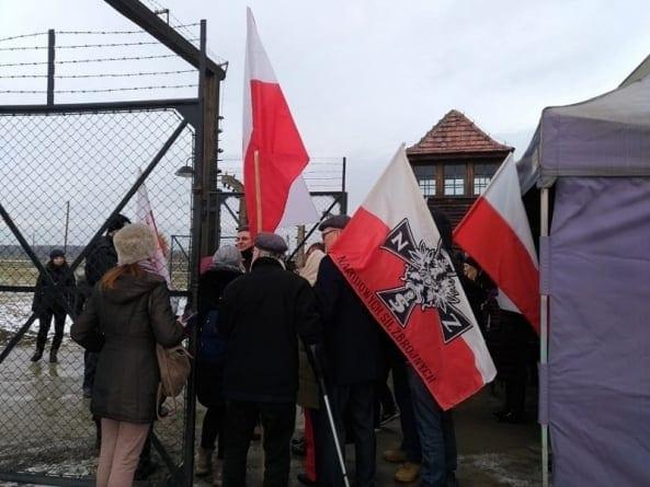 Narodowcy uczcili pamięć pomordowanych w Auschwitz. Nie wszystkim się to spodobało