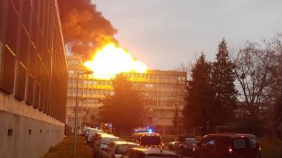 Potężny wybuch w Lyonie. Kula ognia nad budynkiem [WIDEO]