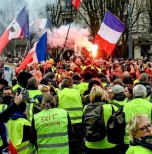 Protesty w Paryżu: Kapitan policji aresztowany za udział w manifestacji żółtych kamizelek
