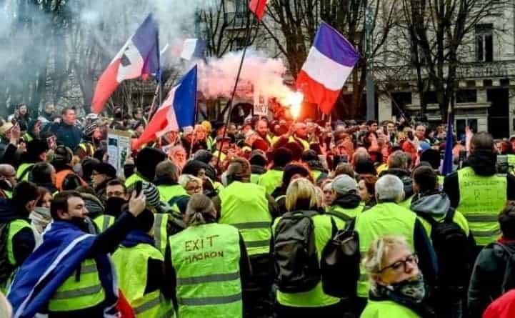 """Francję czeka paraliż? """"Wielki miesiąc"""" żółtych kamizelek – mobilizacja demonstrantów"""