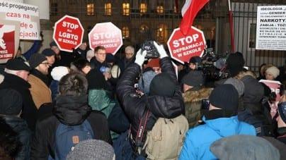 Warszawa – protest przeciwko lewicowej indoktrynacji dzieci