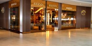 """Gucci wycofuje ze sprzedaży bluzę kojarzącą się z """"czarną twarzą"""""""