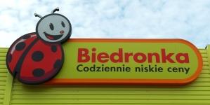 Biedronka stawia na Ukraińców! Sklep uruchomił całodobową infolinię w sprawie pracy
