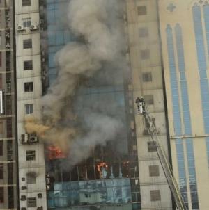 Ludzie wyskakiwali z okien  pożar wieżowca w Bangladeszu