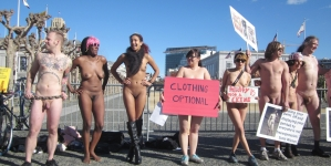 Protestujący nago w brytyjskim parlamencie aresztowani