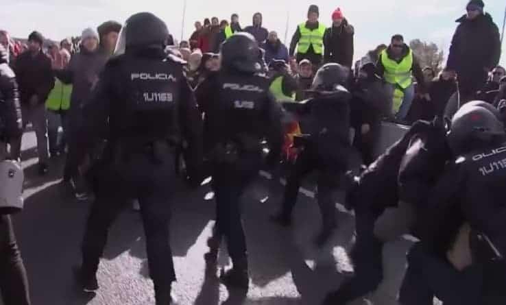 Szwajcaria: starcia z policją na demonstracji przeciwko prezydentowi Kamerunu