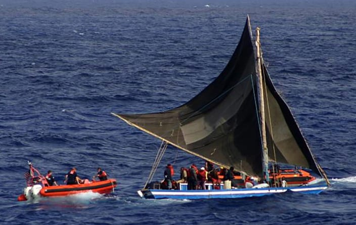 Hiszpańskiemu strażakowi grozi 20 lat więzienia za ratowanie imigrantów na morzu