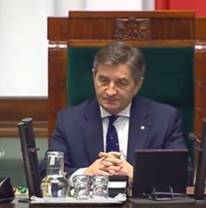 Większość sondowanych Polaków żąda dymisji marszałka Kuchcińskiego