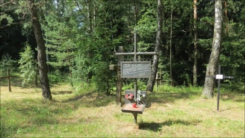 Białoruś: demontaż krzyży na grobach ofiar stalinizmu