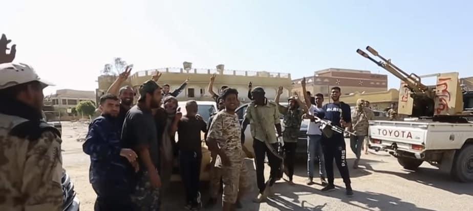 Libia: trwają walki o Trypolis