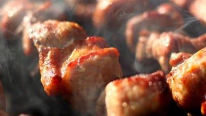 Weganka donosi na sąsiada za zrobienie grilla. Teraz tysiące osób wspiera mężczyznę