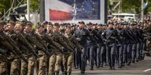 """Unijna """"flaga"""", Oda do Radości, wpisywanie do konstytucji przynależności do UE – Tak wyglądały obchody Konstytucji 3 maja"""