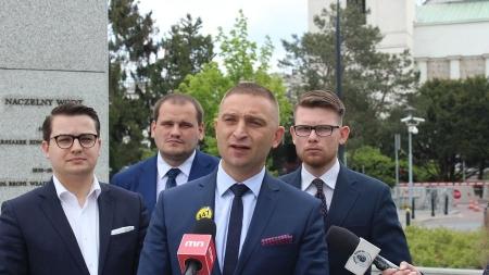 Skandal! Policja zastrasza prezesa Marszu Niepodległości [WIDEO]