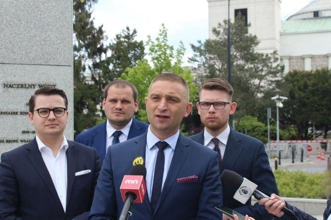 """Robert Bąkiewicz: """"Jesteśmy otwarci na konsultacje społeczne z rządem. Trzeba wprowadzić skuteczne prawo"""""""