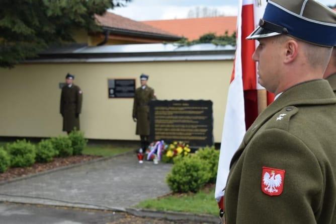 74. rocznica wyzwolenia niemieckiego obozu koncentracyjnego przez polskich żołnierzy z NSZ