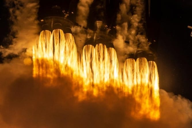 Elon Musk świętuje kolejny udany start rakiety Falcon Heavy