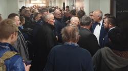 Kilkaset osób głosuje w prawyborach Konfederacji w Gdańsku