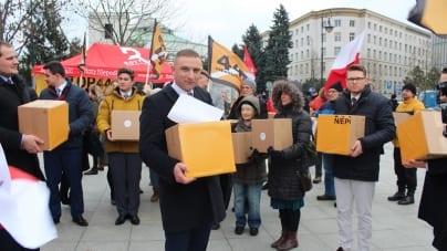 Bąkiewicz apeluje: Piszmy do posłów i naciskajmy, aby jutro przyjęli ustawę #STOP447