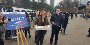 Kampania Krzysztofa Bosaka w tłusty czwartek. Pączki i podpisy