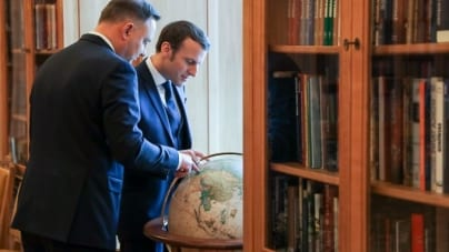 """Francuzi znowu atakują Polskę i Węgry. Straszą """"koronadyktaturami"""""""