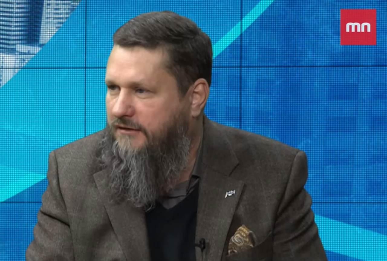 Dr Bartosz Józwiak.
