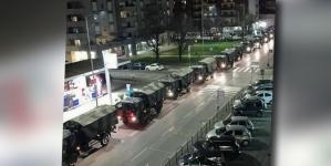 Transport grozy. Wojskowe ciężarówki wywożą ciała ofiar pandemii koronawirusa