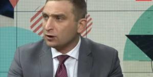 """Bąkiewicz chce jasnego stanowiska od PiS ws. STOP447: """"Dość zwodzenia Polaków!"""""""